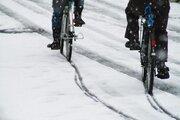 気温2℃以下が目安 自転車も危険な路面凍結