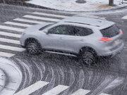 車が雨や雪で制御不能にならないようにするには?スリップする原因と対処法