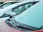 お湯は危険! 車のフロントガラスが凍ってしまったら?
