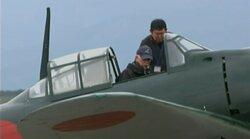 画像:機体に搭乗したパイロットのスキップ・ホルム氏/画像はニコニコ生放送