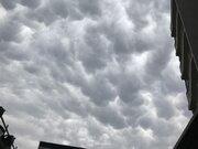東京、埼玉に「乳房雲」出現 発達した雨雲が南下中