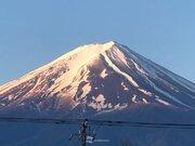 青空にクッキリ富士山 雪形の農鳥もハッキリ