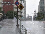 東京都心で天気急変 晴れた空から突然の雷雨