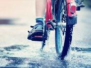 雨の日の自転車走行 安全運転のために大切なことは?