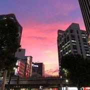 ピンクに染まる夕焼け目撃 13日の金曜日