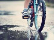 自転車の傘差し運転、音楽を聴きながら… 身近な行為が道交法違反に