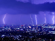 「雷鳴が遠いから安心」ではない! 雷雲のどこからでも落雷する可能性