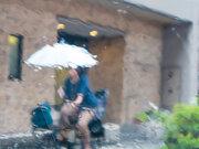 自転車の傘差し運転は道路交通法違反?