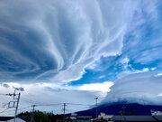 まるで竜の巣!? 富士山に巨大な吊るし雲が出現