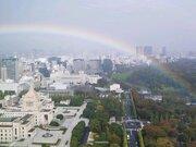 都心で束の間の日差し 虹が出現