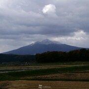 北海道・東北の山で初冠雪続々 上空に初冬の寒気
