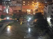 大阪で夜になり土砂降りの雨 深夜まで強い雨に注意