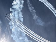 青空を切り裂く白線! ブルーインパルス 岐阜基地航空祭