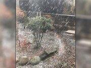 まるで雪のよう 秋田で激しいアラレ 夕方までは雷にも注意