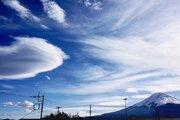 山梨・静岡で目撃多数 巨大吊るし雲は天気下り坂のサイン
