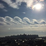 """関東周辺で""""面白い雲""""の目撃相次ぐ 正体は波状雲"""