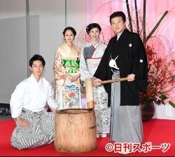 画像:ドラマ「就活家族」出演者の(左から)工藤阿須加、前田敦子、黒木瞳、三浦友和