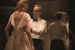 画像:ダニエル・デイ=ルイス『ファントム・スレッド』90秒予告、映画史上もっとも艶やかで狂おしい愛の駆け引き