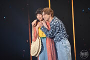 吉沢亮、桜井日奈子を抱き寄せ急接近!『ママレード・ボーイ』TGCコラボステージで観客熱狂