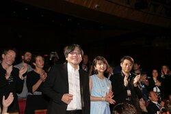 画像:カンヌ監督週間『未来のミライ』細田守が6分間のスタンディングオベーションに感涙、上白石萌歌は「胸がいっぱいです」