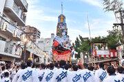"""史上最大規模の""""スター・ウォーズ山笠""""、大歓声を浴びて博多の街を疾走!"""