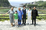 """鶴瓶ら""""グルーファミリー""""が離島試写会に参加!松山ケンイチ「まさかマイケルのものまねをする日がくるとは…」"""