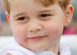 画像:ジョージ王子、5歳の記念ポートレートを公開!大人びたポージングに注目