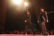 木村拓哉×二宮和也『検察側の罪人』上映後にサプライズ登場!4,000人がスタンディングオベーション