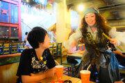【ディズニー】海賊酒場で飲めや歌えの大宴会!「パイレーツ・キャンティーナ・フィエスタ」体験