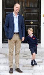 画像:ジョージ王子、父・ウィリアム王子に手を引かれて初登校!