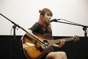 the peggiesの北澤ゆうほ、映画『脱脱脱脱17』舞台挨拶で弾き語り披露