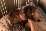 クロエ、ユペールと危険な添い寝…『グレタ』は「80年代や90年代の映画のよう」