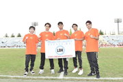 EXILE ÜSA・TETSUYAらが秩父宮ラグビー場にて宮城&東京の中学生300名と「Rising Sun」を披露