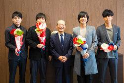 画像:flumpool、近畿大学へ表敬訪問
