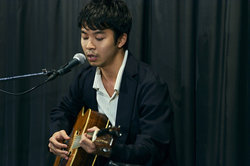 画像:太賀、サプライズでギター弾き語り!オダギリジョー「役者にしとくのがもったいない」