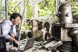 画像:佐藤健、謎のロボットと初対面!『ハード・コア』シュールな本編映像到着
