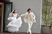 森川葵×前野朋哉の凸凹カップル、愛の逃避行!?「いい夫婦の日」に新写真到着『嘘八百』