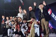 エズラ・ミラー、トム・ヒドルストンら来日!ファン大熱狂「東京コミコン2018」開幕