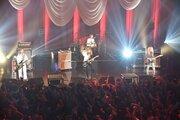 SCANDAL、クリスマスライブで新曲「プラットホームシンドローム」を初披露