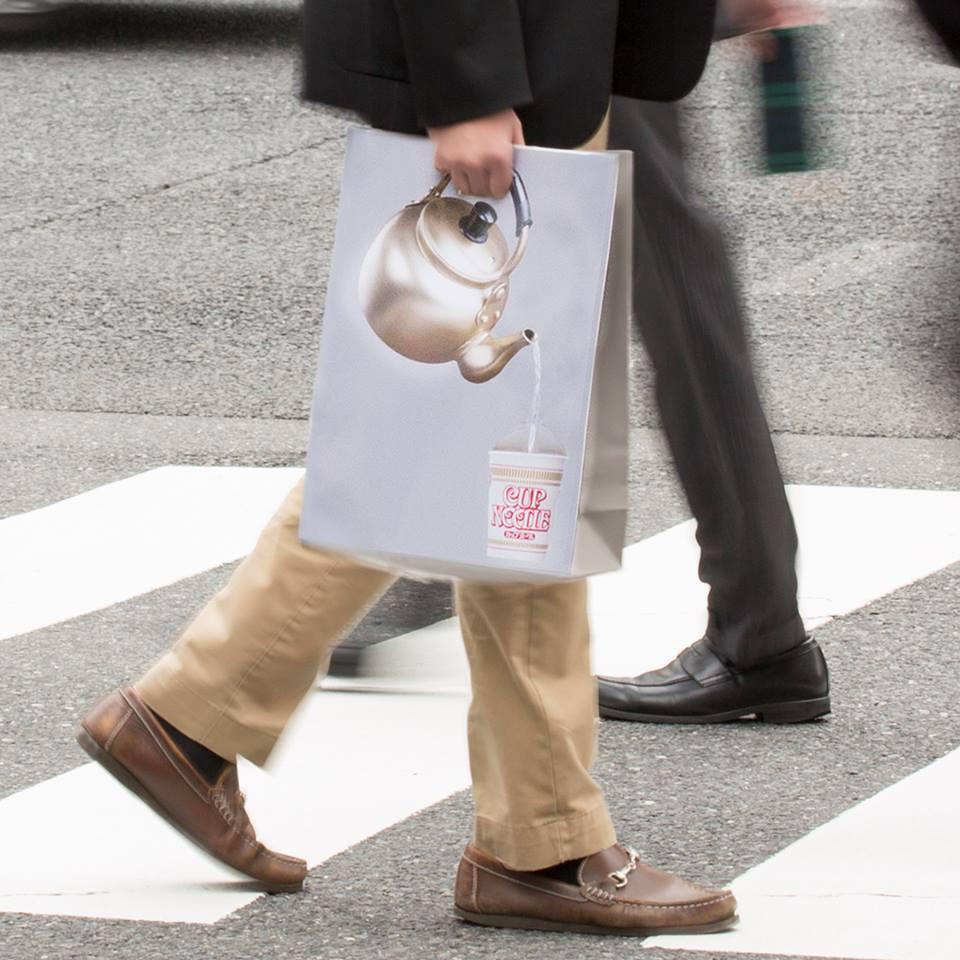 カップヌードル お湯入れとる紙袋