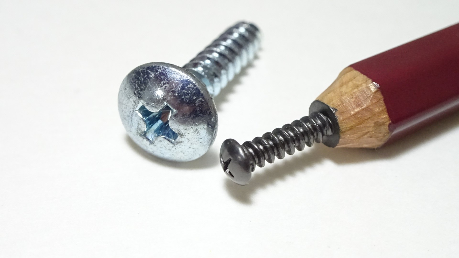 鉛筆の芯でつくったネジ