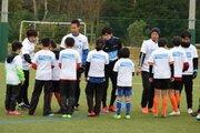 浦和DF遠藤航が少年団の初蹴りに参加…2018シーズンの一歩を踏み出す