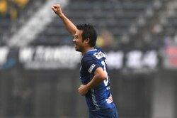 画像:福岡、36歳MF山瀬功治との契約更新を発表…17年は40試合出場