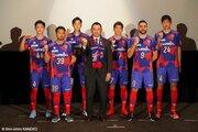 タイトル獲得へFC東京が新体制を発表…石川直宏氏と羽生直剛氏がサプライズ登場
