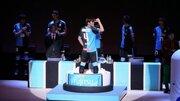 川崎の新加入選手たちがお披露目…復帰の大久保嘉人はマトリョーシカから登場