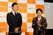 佐藤琢磨、親子で出演した新TVCM発表会に登場。完成直後の2020年レーシングスーツも初披露