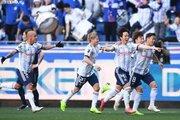 攻撃陣躍動の横浜FM、3ゴールで白星発進! G大阪・遠藤保仁は20年連続先発出場