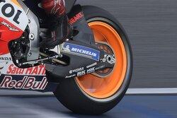画像:MotoGPマシンのスイングアームはカーボンとアルミどちらが正解か/ノブ青木の知って得するMotoGP