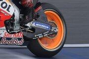 MotoGPマシンのスイングアームはカーボンとアルミどちらが正解か/ノブ青木の知って得するMotoGP