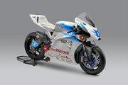 TEAM MUGEN、マン島TTに投入の電動バイク『神電 七』公開。モーターサイクルショーで展示